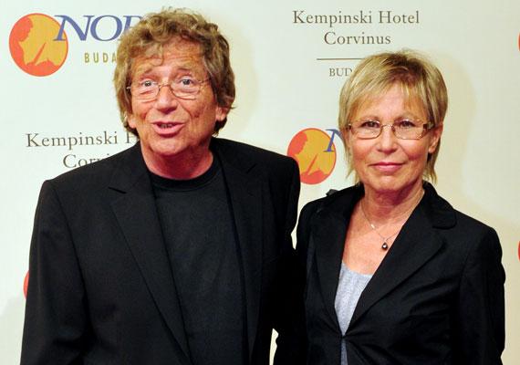 Kern András és Judit 39 éve házasok. A színész felesége az, aki a mindennapjaikat szervezi, Kern szerint a gyomorvérzésből és a szívbetegségből sem gyógyult volna fel, ha nem olyan asszony áll mellette, mint a felesége.