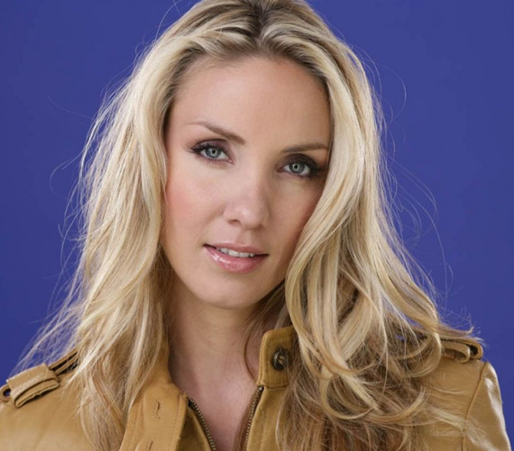 Kapócs Zsóka 2001-ben lett a Miss World Hungary győztese. A Szatelit TV Rúzs című esti erotikus műsorának társműsorvezetője volt Havas Henrik mellett, 2002-ben a TV2 Promo Sapiens, 2006-ban az RTL Klub Szombat esti láz című produkciójának műsorvezetője.