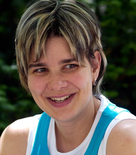 Egerszegi Krisztina  Háromszoros olimpiai bajnok úszónőnk az utóbbi időben magánéletére koncentrál - férjével három csemetéjüket nevelik Érden. Egerszegi Krisztina 1974. augusztus 16-án született.  Kapcsolódó sztárlexikon: Ilyen volt, ilyen lett: Egerszegi Krisztina »