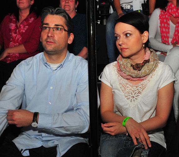 Azurák Csaba hét év után, szűk körű szertartáson vezette oltár elé gyermekei anyját.