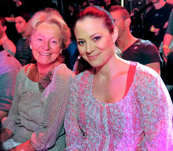 Szinetár Dóra és édesanyja, Hámori Ildikó is a nézők között volt.