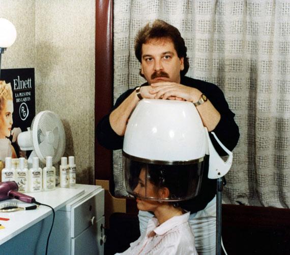 Az ország a Szomszédok című sorozatban ismerte meg, amelyben 77 részen keresztül alakította a Gábor Gábor Szépségszalon meleg fodrászát, Oli urat.