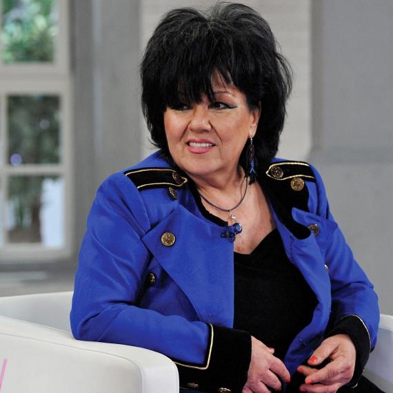 Dolly, azaz Penczi Mária kevés betekintést enged a magánéletébe, sokan azt sem tudják, van-e férje vagy élettársa. A Dolly Roll 67 éves énekesnője is azok közé tartozik, akik a karriert választották a babázás helyett.