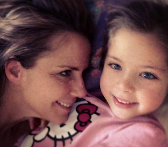 Anya-lánya imádja egymást, ez nem meglepő, hiszen éveken át kettesben éltek.