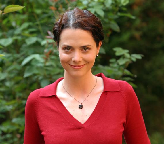 Deutsch Anita is eltűnt egy időre a sorozatból, miután életet adott kollégája, Kinizsi Ottó gyermekeinek.