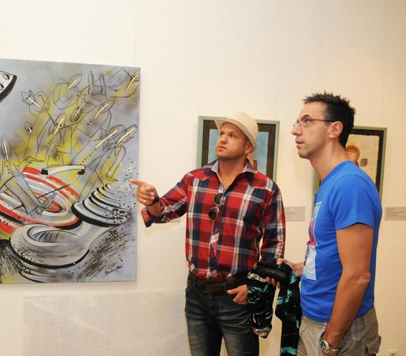 A Magyar Nemzeti Galériában látható Újrafestett valóság című kiállítás nagy élményt nyújtott a sztároknak.