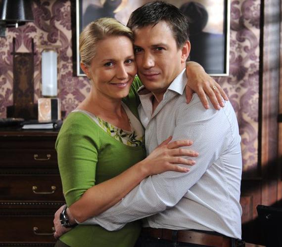 Juli és Attila akkor szerettek egymásba, mikor még mindketten másnak a párjai voltak. Amikor kiderül románcuk, mindenki Attilát kezdi okolni Berényi András halála miatt.