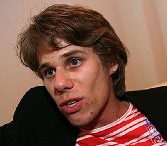 Somorjai Tibor karakterével is végeztek a forgatókönyvírók: Ákos az ablakon zuhant ki.