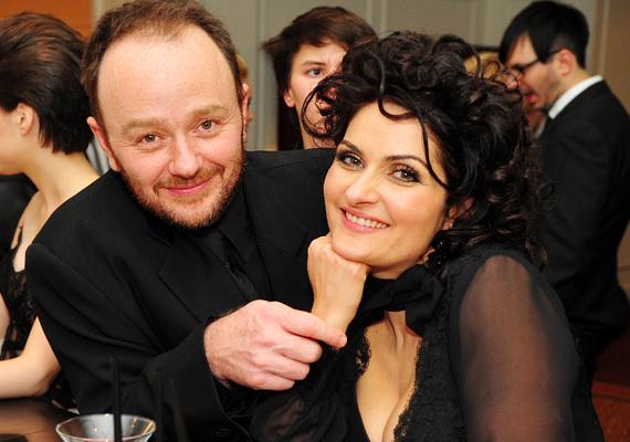 Varga Izabella és férje, Lendvai Zoltán lassan 12 éve élnek boldog házasságban. Ez idő alatt két kislányuk született, Anna 2001-ben, míg Sára hat évvel később.