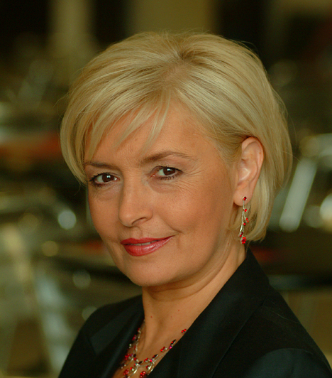 Berényi Claudia - Ábrahám Edit  Az 1956-ban született színésznő kiváló énekhangját számos színpadi előadásban hallhattuk, a Könnyű testi sértés című filmben pedig még ruháitól is megvált. Első férje Andorai Péter volt, jelenleg pedig Horvai Mátyás felesége.  Kapcsolódó képgaléria: Gyönyörű magyar színésznők 50 fölött »