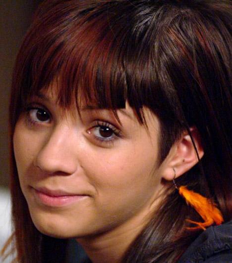 Csifó Dorina                         Csifó Dorinát a vadóc Noémi szerepében láthatták a nézők. A fiatal színésznő négy éven át, 2009-ig alakította a karaktert.                         Kapcsolódó cikk:                         Elárulta az igazságot! Ezért feküdt kés alá a Barátok közt egykori sztárja »