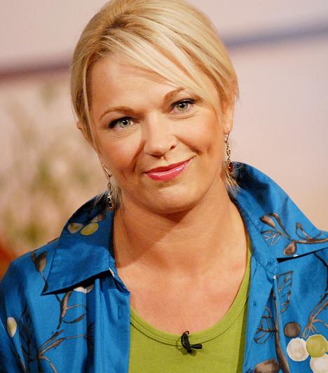 Berényi Zsuzsa - Csomor CsillaCsomor Csilla a kezdőgárdában volt, amikor 1998-ban elindult az RTL Klub népszerű sorozata, és tíz éven keresztül alakította a háromgyerekes Berényi Zsuzsa karakterét. Bár a színésznő 2008-ban elköltözött a Mátyás király térről - szerepe szerint elvált férjétől, Berényi Andrástól -, azért olykor feltűnik egy-egy epizódban.