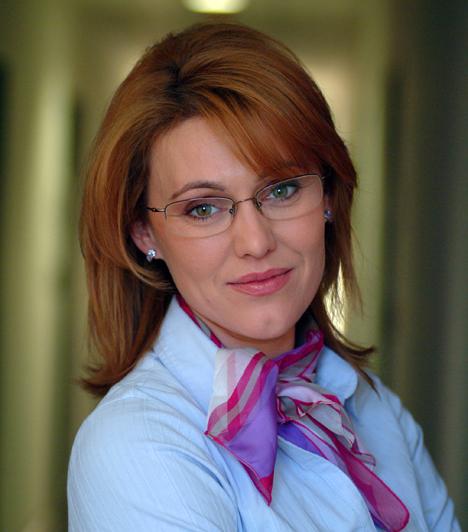dr. Ferenczy Orsolya - Lóránt KrisztinaAz 1971-ben született színésznő 12 éves koráig Moszkvában élt, mivel édesapja ott dolgozott külkereskedőként. Lóránt Krisztina a Berzsenyi Dániel Főiskolán szerzett diplomát, és férje Csankó Zoltán színművész. Többek között az Arany János Színházban, a Merlin Színházban, a Tivoli Színházban, illetve a Radnóti Színházban és a Művész Színházban láthattuk.