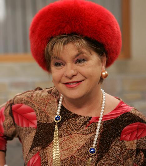 Terike - Oszvald MarikaA Budapesti Operettszínház állócsillaga 2008-ban tűnt fel a Mátyás király téren: annak idején Magdika bízta meg azzal, hogy felügyelje a házat, no, meg Vilmost, amíg ő Brüsszelbe utazik. Terike kotnyeleskedésével és közvetlen stílusával alaposan felkavarta a házbéliek életét - sőt, még Vilmost is elbűvölte.