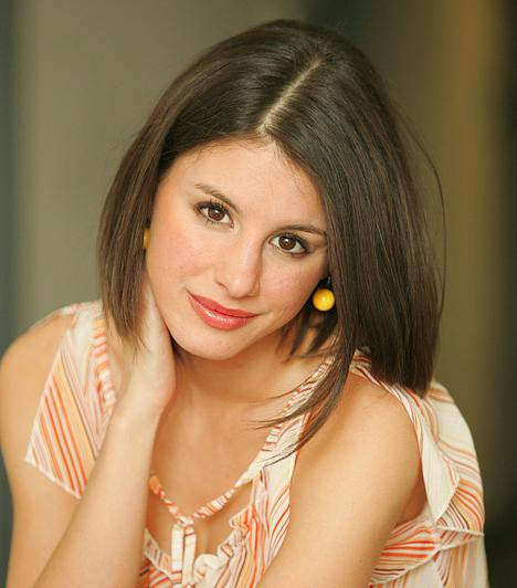 Tilda - Szabó ErikaA csinos színésznő 1984. augusztus 31-én született Dabason. Ismertségét a Barátok közt sorozatnak köszönheti, melyben Tilda karakterét alakította. Hat év után színházakban és mozifilmekben bizonyította tehetségét.