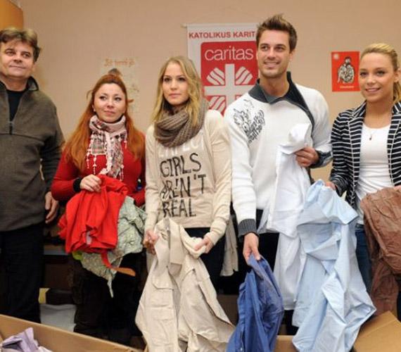 A Barátok közt sztárjai egy jótékonysági akció miatt fogtak össze: a Katolikus Karitász segélyszervezetnek gyűjtöttek ruhákat.