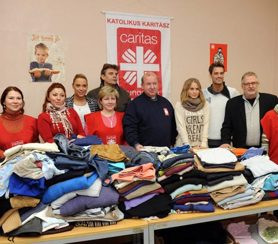 A sorozat sztárjai rengeteg ruhát gyűjtöttek össze a rászorulóknak.