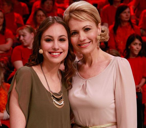 Bényi Ildikó egy gyönyörű lánnyal büszkélkedhet. A 18 éves Fanni tőle örökölte szépségét.