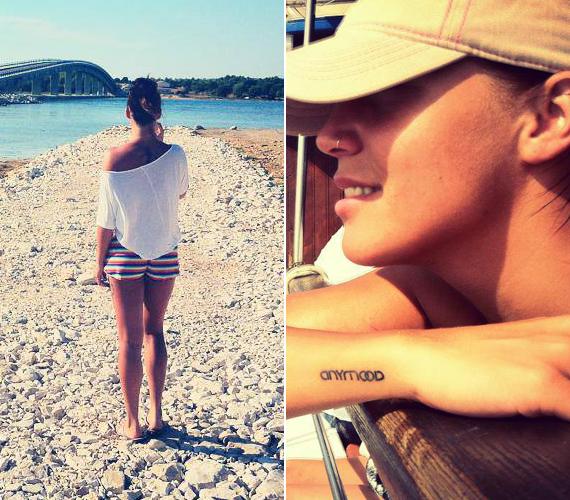 Az énekesnőn számos tetoválás van, a csuklója felé a formációja nevét, az Anymoont varratta.