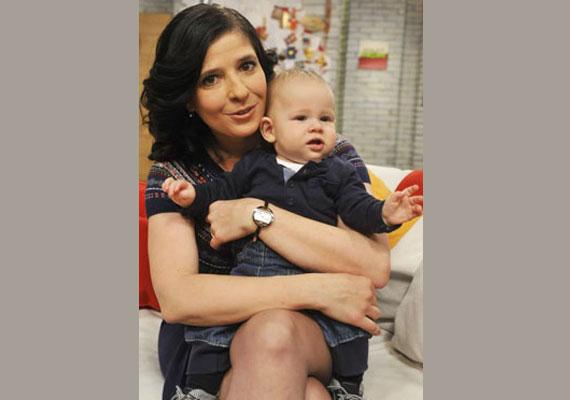 Dióssy Klári műsorvezető terhességét élő adásban jelentette be. Szeme fénye, Máté 2014. július 28-án jött világra.