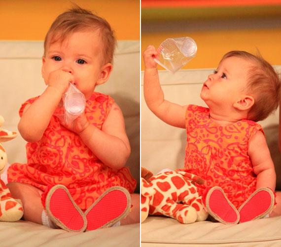 A kislánnyal 2010 nyarán többször is ellátogatott az RTL Klub Reggeli című műsorába: ezen a felvételen a csöppség már eljátszadozott magában is.