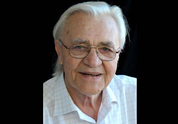 2015. február 2-án rövid betegség után elhunyt Bitskey Tibor. Sokan a legszebb hangú magyar színésznek tartották, rendszeresen mondott verset a Vers mindenkinek című műsorban, de az Egri csillagok regény hangoskönyvváltozatát is az ő hangján hallhattuk.
