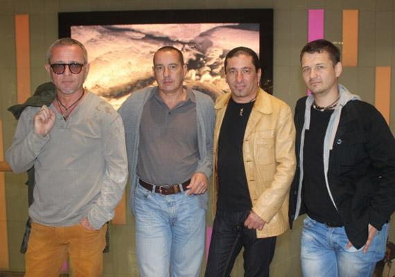 Az RTL Klub 8:08 - Minden reggel című műsorának keddi adásában a Republic tagjai tisztázták a Sipos F. Tamás távozásáról szóló pletykákat. Az énekes múlt péntek óta nem tagja a zenekarnak.