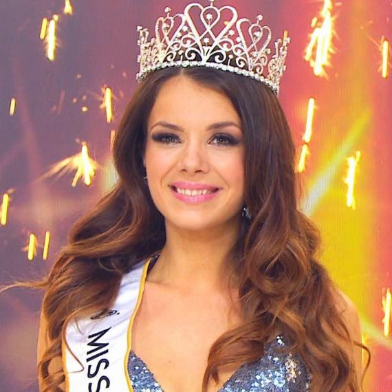 A 24 éves Bódizs Veronika lett vasárnap este a Miss Universe Hungary cím birtokosa. A közönségdíjat is ő vehette át, vagyis a nézők őt választották a legszebb lánynak.