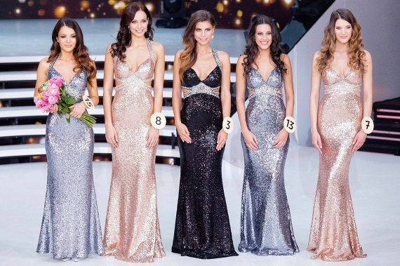 Bódizs Veronika, a 2016-os Miss Universe Hungary, Vigmann Bernadett, Kozma Klaudia, a szépségkirálynő első udvarhölgye és Kiss-Juhász Vivien, a második udvarhölgy, valamint Bertók Fruzsina Gina.