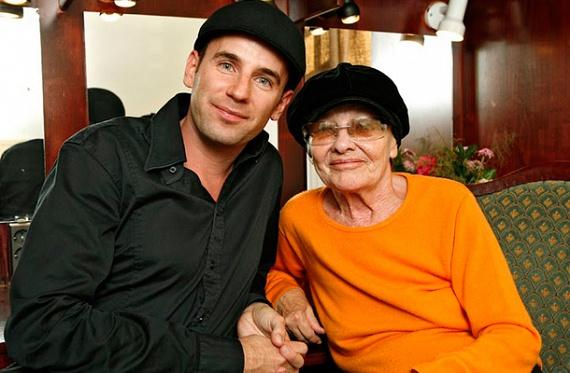 Járai Máté színészről csupán a közelmúltban derült ki, Törőcsik Mari unokája. Bár a jóképű, 37 éves fiatalember valójában nem vér szerinti rokona a magyar színművésznőnek, nagymamájaként tekint rá. Nagyapja, Maár Gyula filmrendező ugyanis 1972-ben vette el Törőcsik Marit, Máté pedig hat évvel később jött világra, tehát a születésétől fogva jelen volt életében a színésznő.
