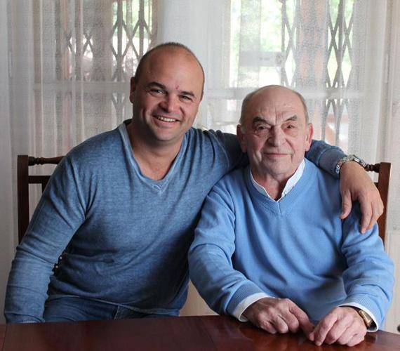 Ádámnak volt kitől örökölnie a huncut mosolyt. Nem volt egy mintagyerek, erről egyik ritka alkalommal az RTL Klub Reggelijében mesélt a két Bodrogi.
