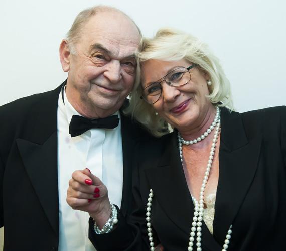 Bodrogi Gyula már lassan 40 éve él együtt Vass Angéla egykori modellel, aki Bodrogi Angélaként szokott bemutatkozni, noha nem házasodtak össze, hisz a színész papíron még mindig házas ember.