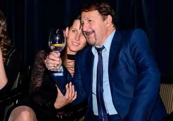Az 58 éves Szerednyey Béla közeli barátai attól tartottak, a színész örök agglegény marad, mígnem 2011-ben megismerte Szilviát, akinek előző házasságából két gyermeke született. 2014-ben szűk családi körben feleségül is vette.