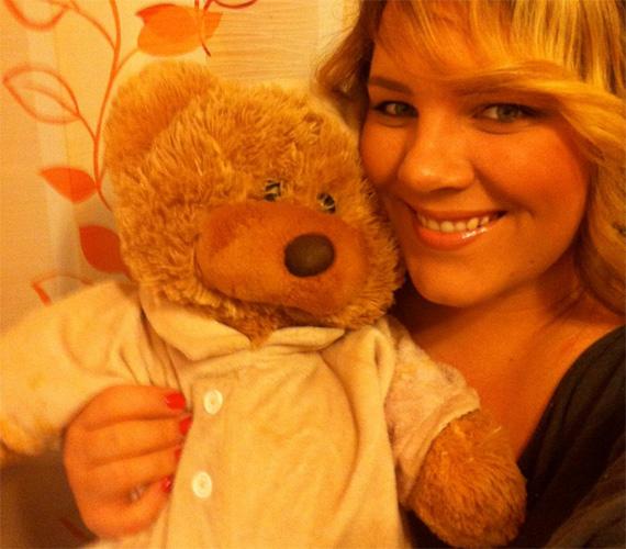 Tóth Vera énekesnő egy termetes medvével bővítette a mackóhalmot.