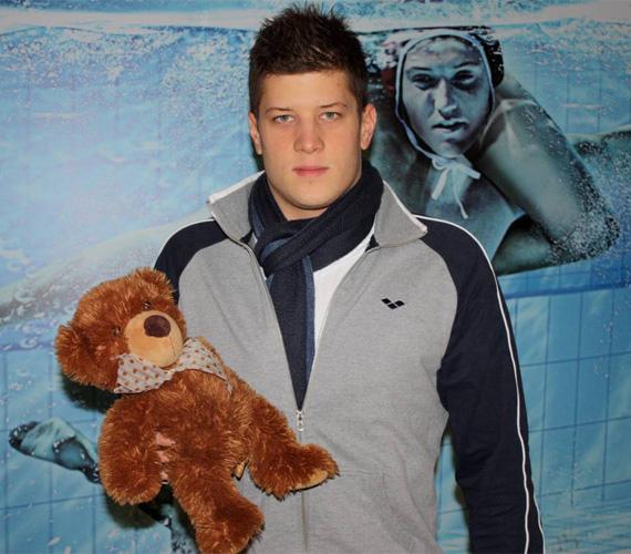 Gyurta Dániel, az olimpiai ezüstérmes, kétszeres világbajnok és Európa-bajnok úszó egy klasszikust ajándékozott az adománygyűjtőknek.