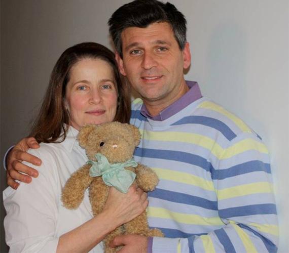Fehér Anna színésznő, aki 53 évesen 2011. június 4-én adott életet kisfiának, szintén megvált gyerekkori mackójától.