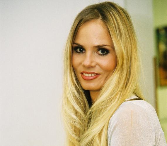 1997-et követően a Ruttkai Éva Színházban és a Fiatalok Színházában is szerepelt a különböző színdarabokban.