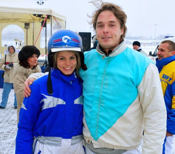 Brunner Márta nemcsak a karrierben, hanem a magánéletben is megtalálta a boldogságot: 2005 óta él boldog házasságban férjével, Ács Bálinttal.