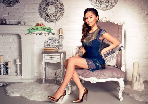 Szilágyi Szilvi nemcsak egzotikus szépség, de tehetséges is. A divattervezésben bizonyította már tehetségét, babacipőket gyártó vállalkozást indított, idén pedig jelölték a GLAMOUR Women of the Year legjobb közösségi média sztár kategóriájában.