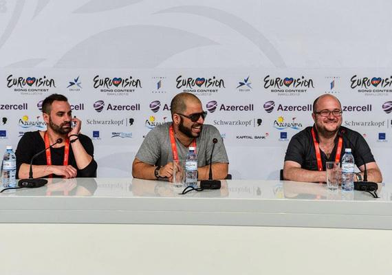 Walkó Csaba, a zenekar énekese és Pál Gábor billentyűs a nemzetközi sajtó előtt is megköszönte a produkció mögött állók segítségét, mint mondta, fő céljukat, a döntőbe jutást már teljesítették.