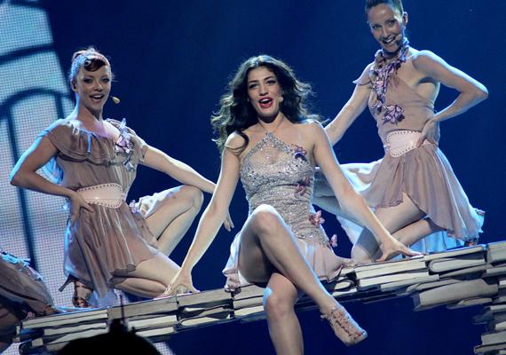 Nagy kedvencnek tartják a ciprusi Ivi Damou-t, aki La La Love című dalával szeretné bizonyítani tehetségét. A második elődöntőben majd elválik, mennyit tud.