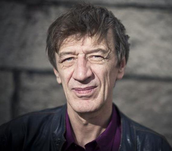 Mucsi Zoltán Jászai Mari-díjas színész a szolnoki Szigligeti Színháznál segédszínészként kezdte, a Színművészeti Főiskolára többször is jelentkezett, de nem vették fel. Mára az ország egyik legismertebb színpadi és filmszínésze, többször is kiérdemelte a filmkritikusok díját.