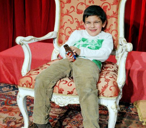 A már általános iskolás Csányi Mihály kétségkívül népszerű apukájára ütött.