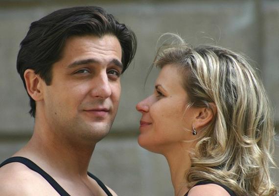 2005-ben Goda Krisztina Csak szex és más semmi filmjében Tamás (Csányi Sándor) igyekezett meghódítani Dóra (Schell Judit) szívét.