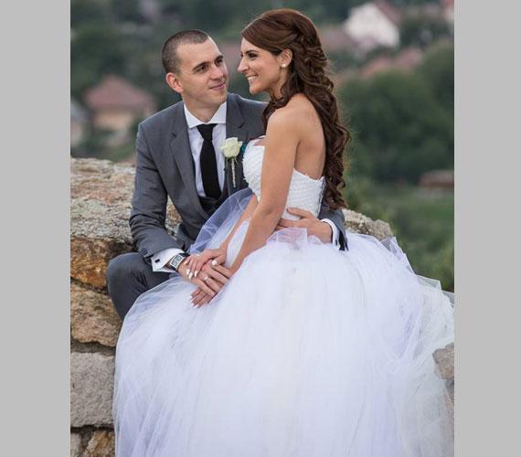 Cseh László szerelme, Dia egy Makány Márta által tervezett, hófehér, klasszikus esküvői ruhában állt az oltár elé.
