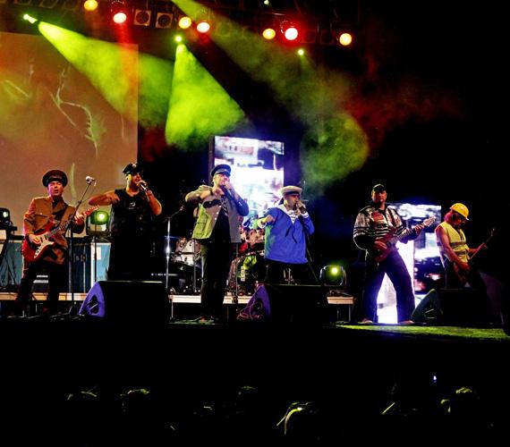 Az Irigy Hónaljmirigy még augusztus elején lépett fel a Velencei-tó partján található, kultikus pop- és rockzenei színpadon - szintén fergeteges hangulatot varázsoltak.