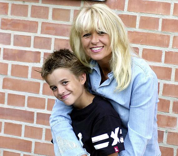 Fia, Dávid 1992-ben született, édesanyjától örökölte a zenei tehetséget.