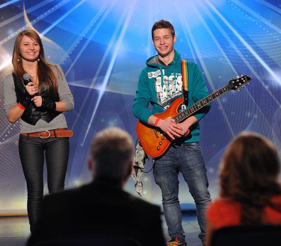 A szerelmespárként érkező Nagy Brigitta és Tóth András énekes-gitáros előadásukkal szerezték meg az igeneket.