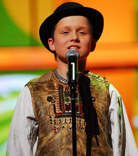Bíró GergőAz első szériában induló, akkor 14 éves népdalénekes fiúcska bámulatos hangjával varázsolta el a zsűrit és a nézőket, egészen a döntőig jutott.