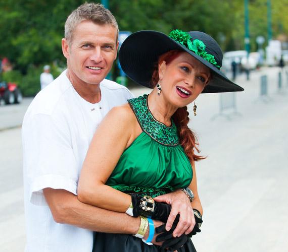Idén júniusban 30 év házasság után kimondták Détár Enikő és Rékasi Károly válását. Tavaly októberben közleményben tudatták, hogy házasságukat nem tudták megmenteni.